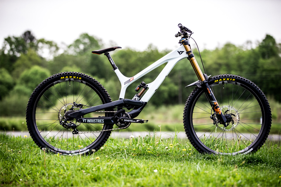 THE YT TUES CF PRO RACE - MOB EDITION